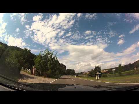 Biker überholt BMW knapp auf der B6