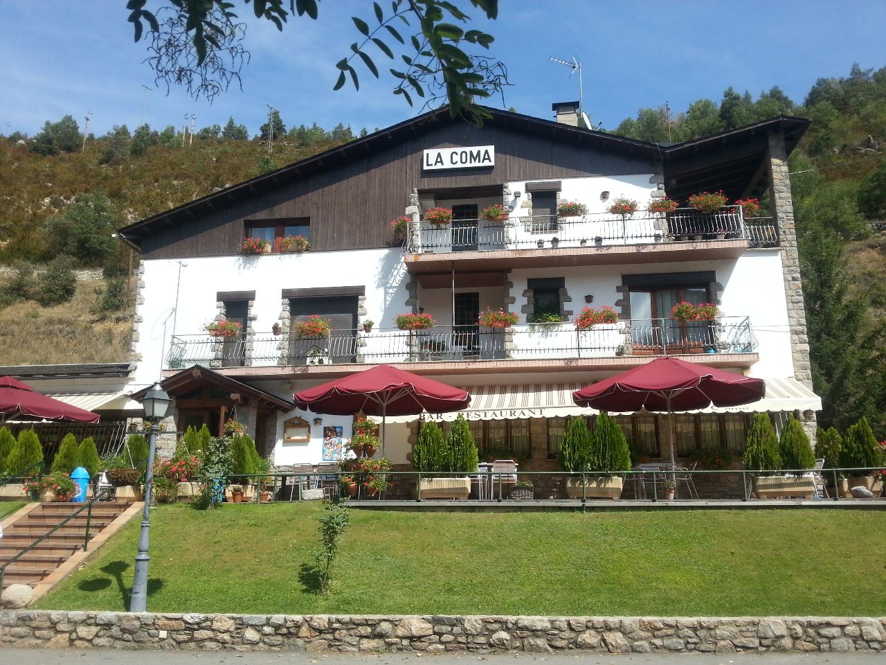Stau on the road again auto travel blog - Restaurant la comma ...