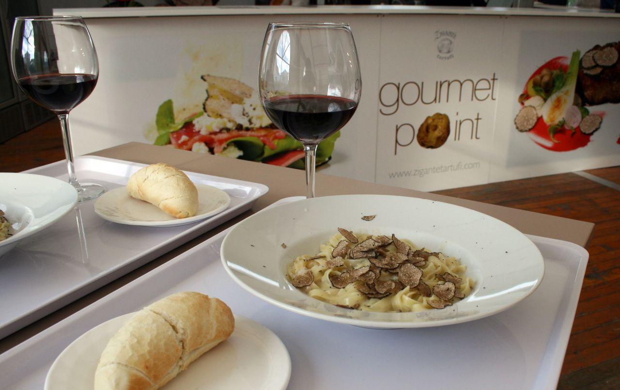 Pasta mit schwarzem Trüffel auf der International Gourmet Expo