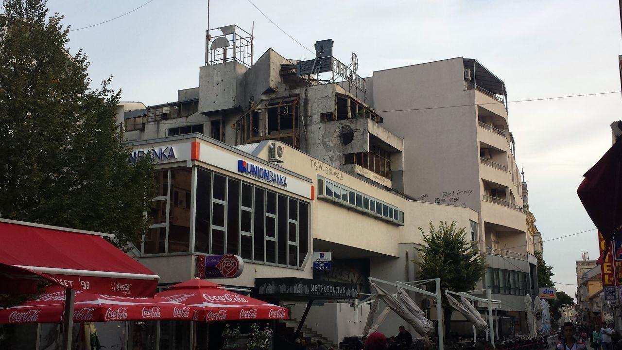 teilrenoviertes Gebäude in der Innenstadt von Mostar