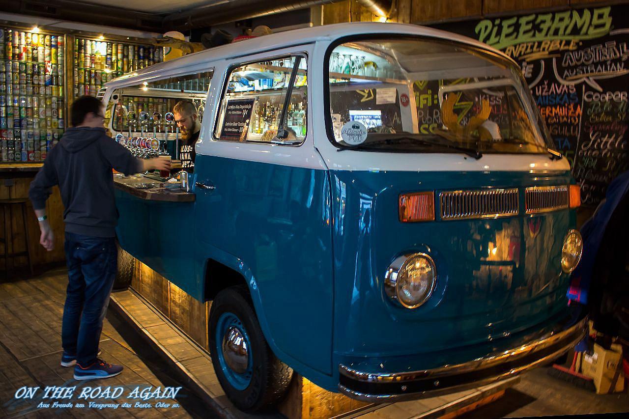 VW Bully Bar im Aussie Backpackers Pub Riga