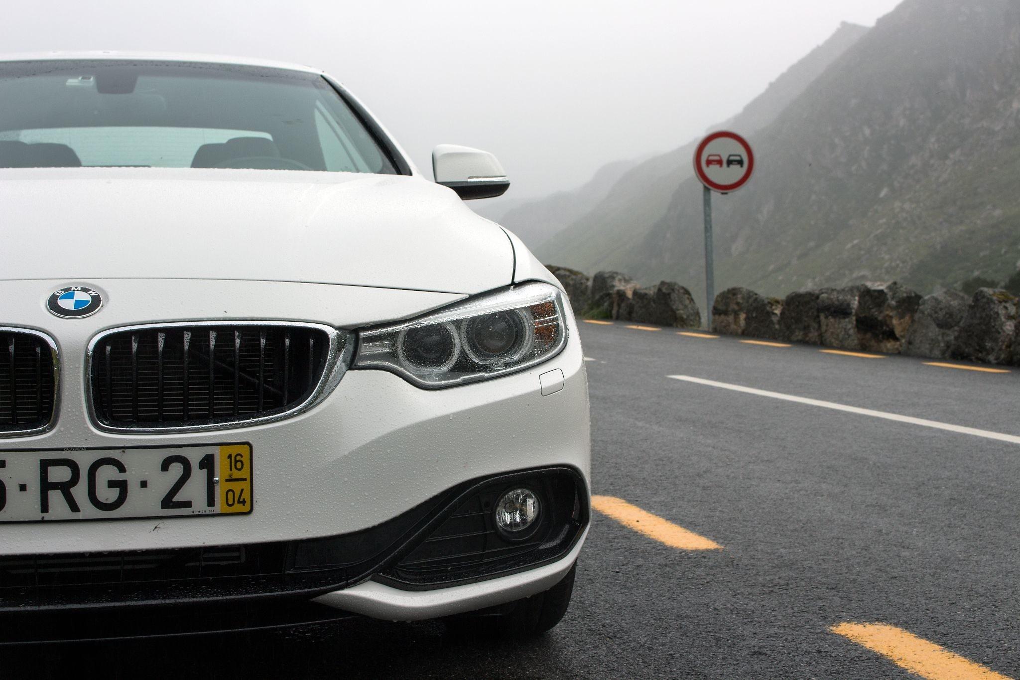 BMW 4er Cabrio im Gebirge