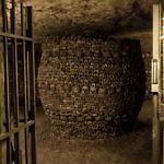 Knochenformation in den Pariser Katakomben
