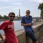 Willy und Robert vor Eiffelturm