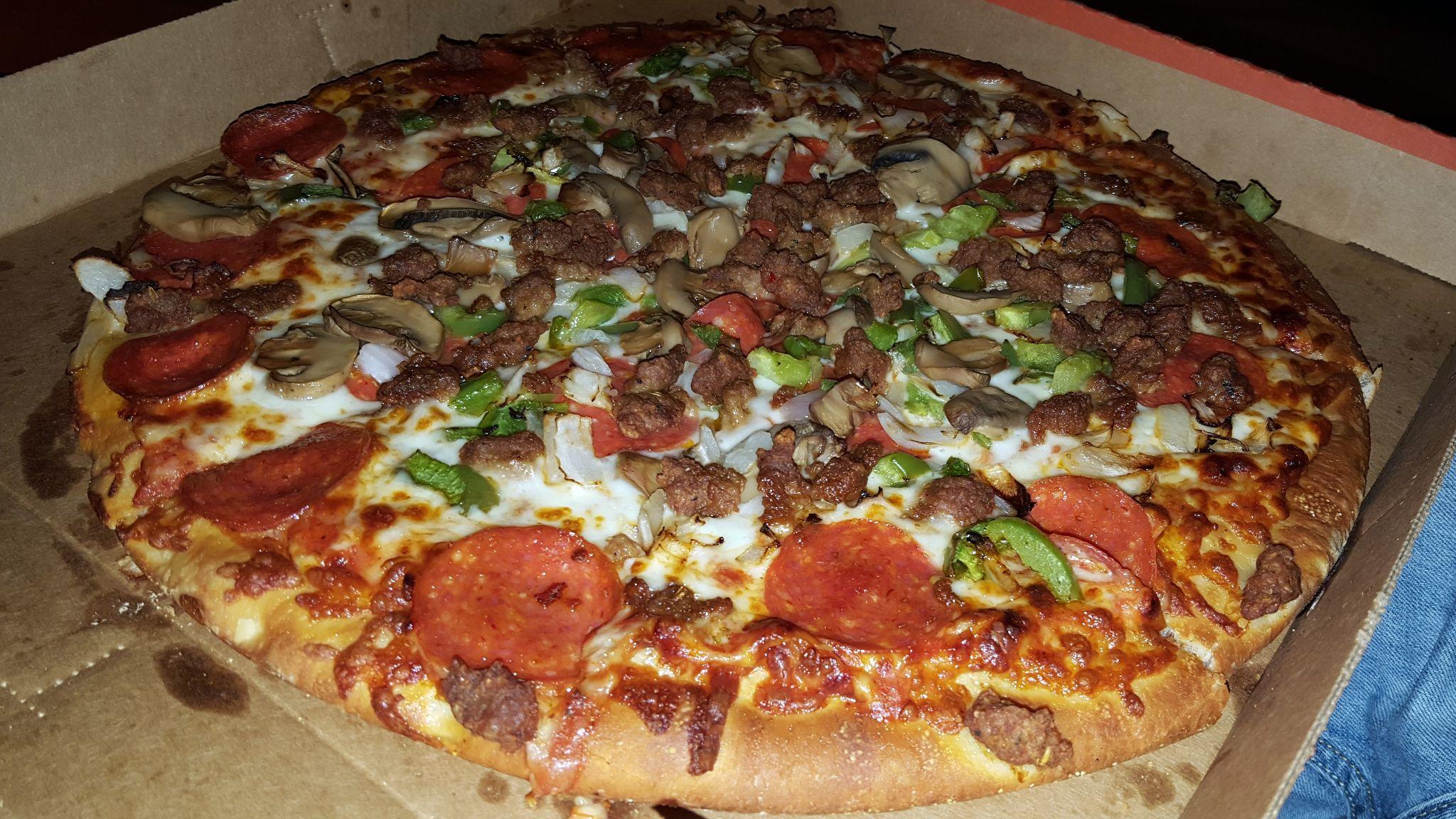 Supreme Pizza Von Little Caesars On The Road Again Auto Travel