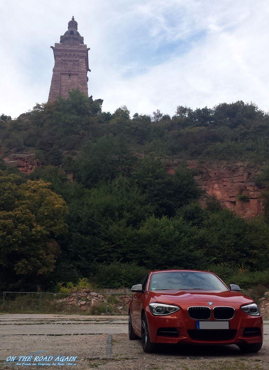 BMW M135i vor Kyffhäuserdenkmal