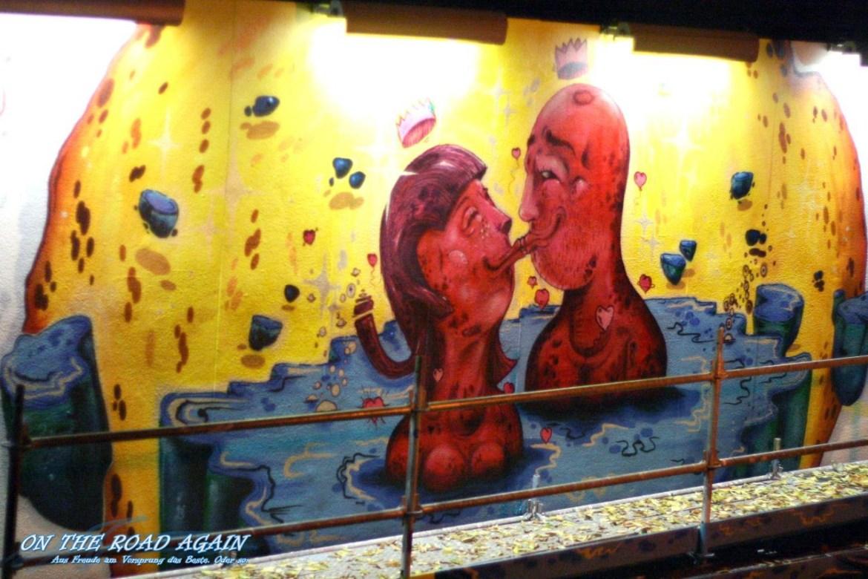 The Kiss - Streetart Galery in Lissabon