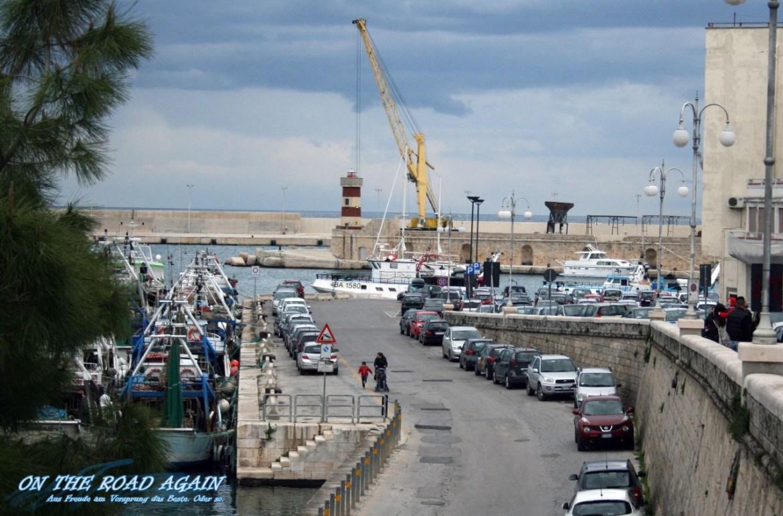Hafen Monopoli mit Leuchtturm