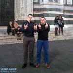 Team Strohhut an der Kathedrale in Florenz