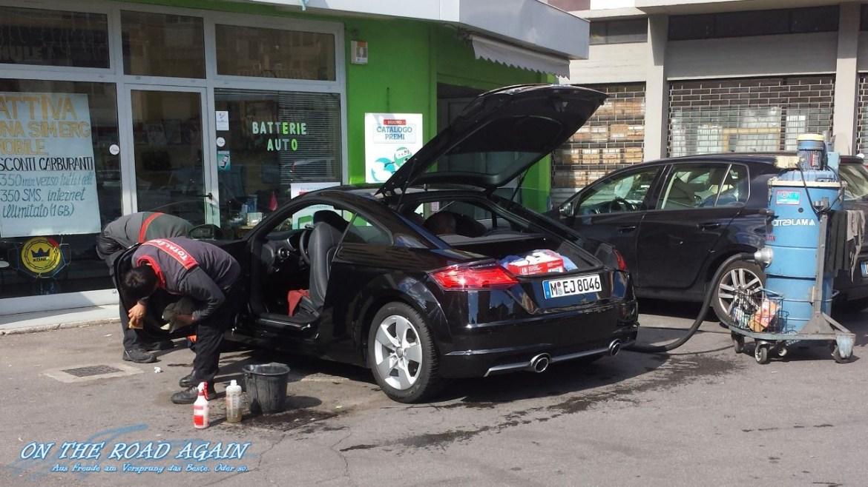 Audi TT in der Autowäsche