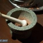 Stößel und Mörser zur Verarbeitung von Kakaobohnen