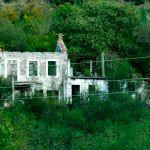 Verfallenes Haus in Bosnien