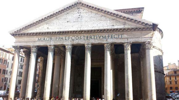Pantheon Haupteingang