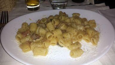 Pasta mit Trüffelsauce und Speck