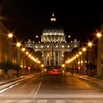 Piazza San Pietro und Via della Concilianzione nachts