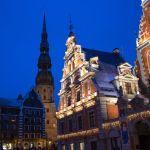 Petrikirche in Riga zur blauen Stunde