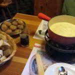 Klassisches Schweizer Käse Fondue im Café DuPont, Zermatt