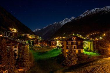 Zermatt und Bergkam bei Nacht