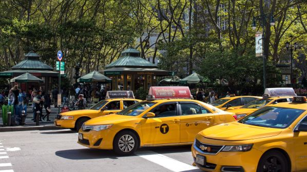 Taxis in New York City am Bryant Park