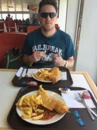 Micha und Moritz mit Fish and Chips