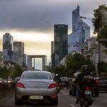 Pariser Stadtverkehr bei La Defense