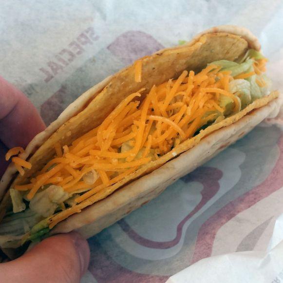 Cheesy Gordita Crunch bei Taco Bell