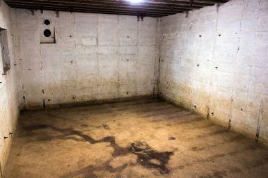 Innenraum eines Bunkers am Pointe du Hoc