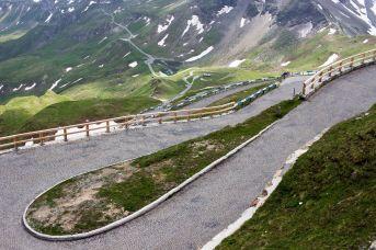 Serpentinenstraße zur Edelweißspitze