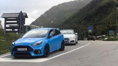 Ford Focus RS und Audi S5 am Staller Sattel