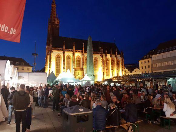 Marktplatz und Marienkapelle Würzburg bei Nacht