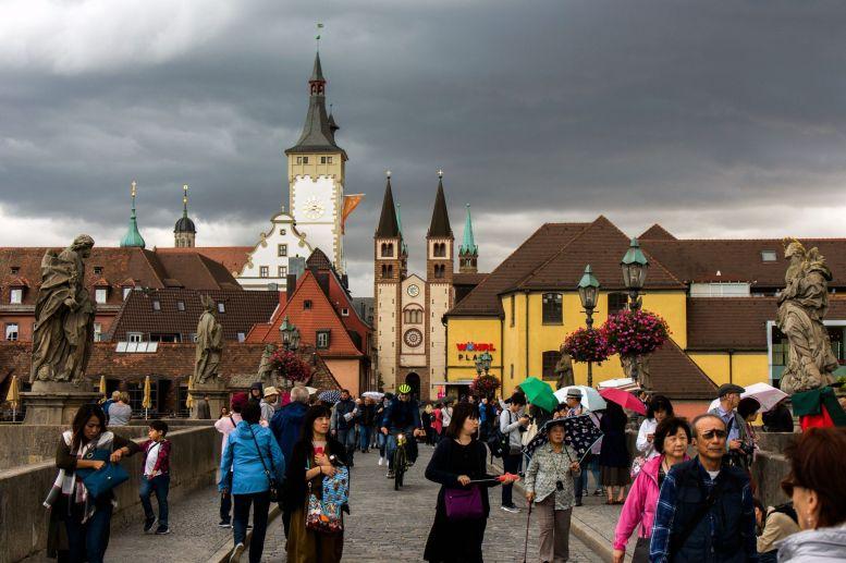 Würzburger Altstadt von der Mainbrücke aus gesehen