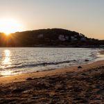 Strand in der Bucht von Lumbarda, Kroatien