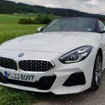 BMW Z4 auf Feldweg