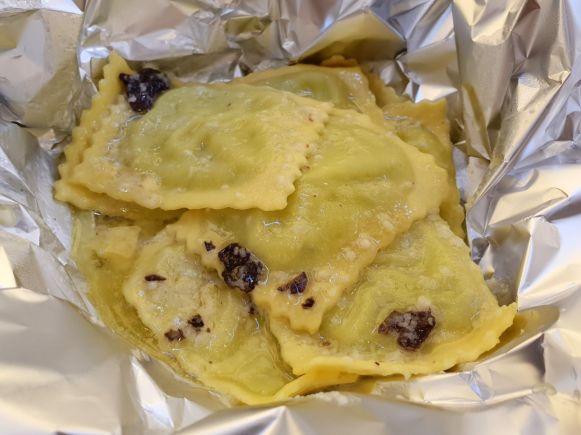 Ricotta Ravioli mit Trüffel-Buttersauce