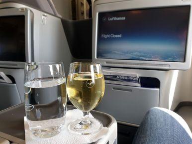 Sekt zum Empfang in der Lufthansa Business Class