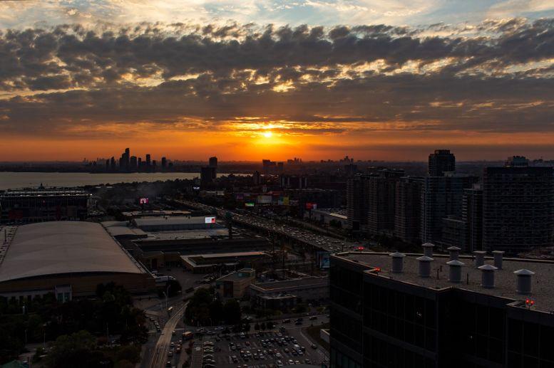 Sonnenuntergang über Mississauga von Toronto aus
