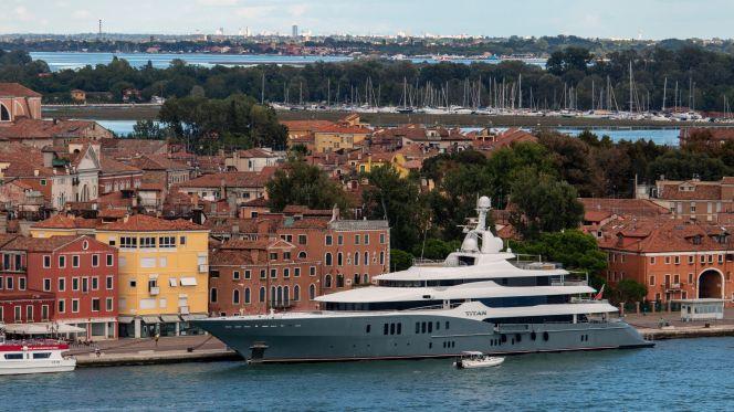 Titan Yacht in Venedig