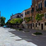 Leerer Platz ohne Touristen in Venedig