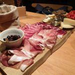 Wurst- und Käsebrett in Montepulciano, Toskana