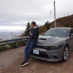 Robert mit Dodge Charger am Cabot Trail auf Cape Breton Island, Kanada