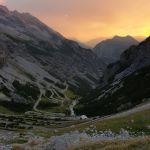 Stelviopass Richtung Bormio bei Sonnenuntergang