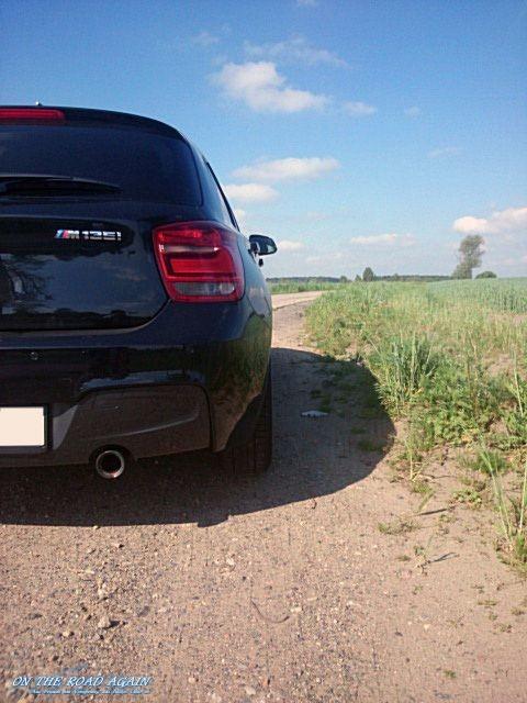 BMW M135i xDrive Feldweg