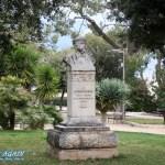 Barnaba Statue im Park in Monopoli