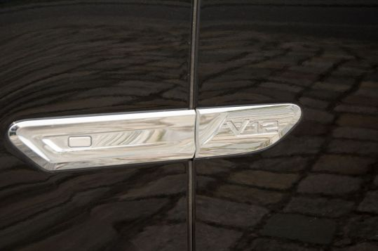 BMW 760i V12 Leiste