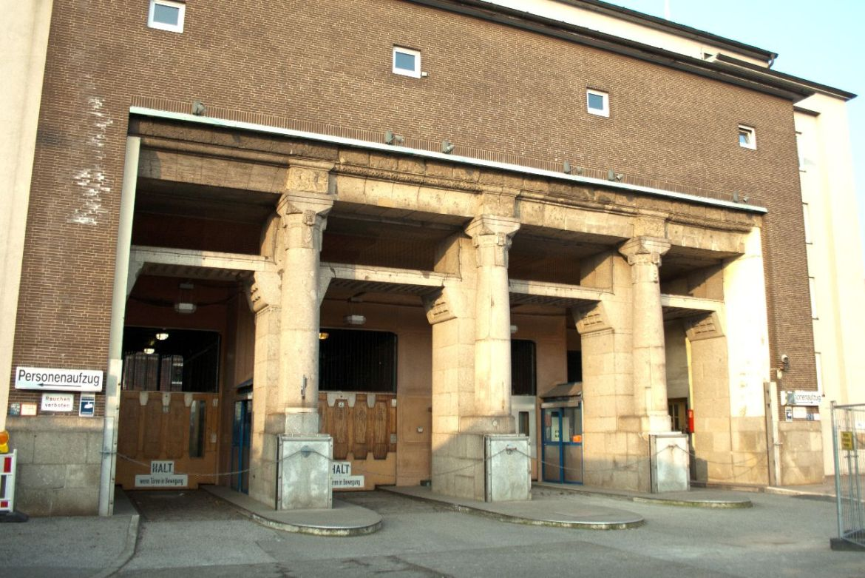 Eingang Fahrstühle alter Elbtunnel Hamburg
