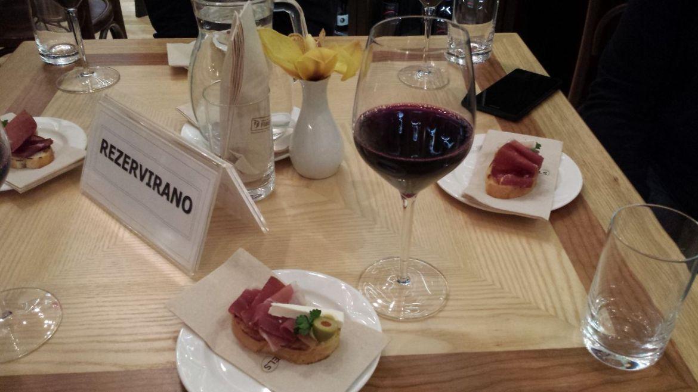 Slowenischer Wein und Schinken im Grand Hotel Union