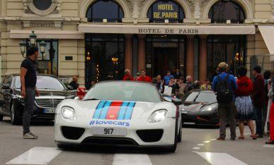 Porsche 918 Spyder vor dem Hotel de Paris in Monaco