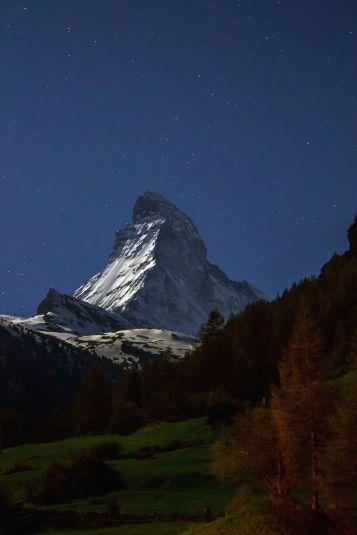 Matterhorn bei Nacht Hochformat
