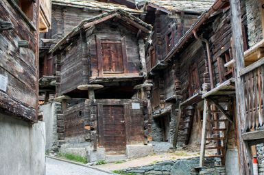 Typisches Stelzenhaus in Zermatt