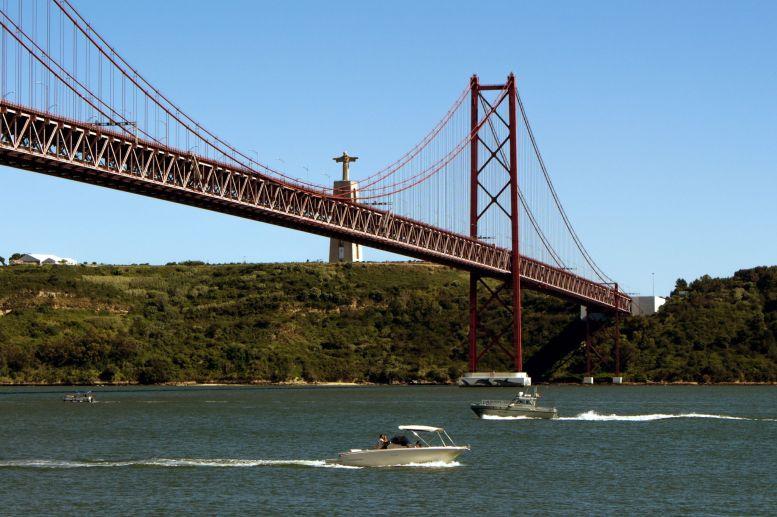 Brücke des 25. April und Christusstatue in Lissabon